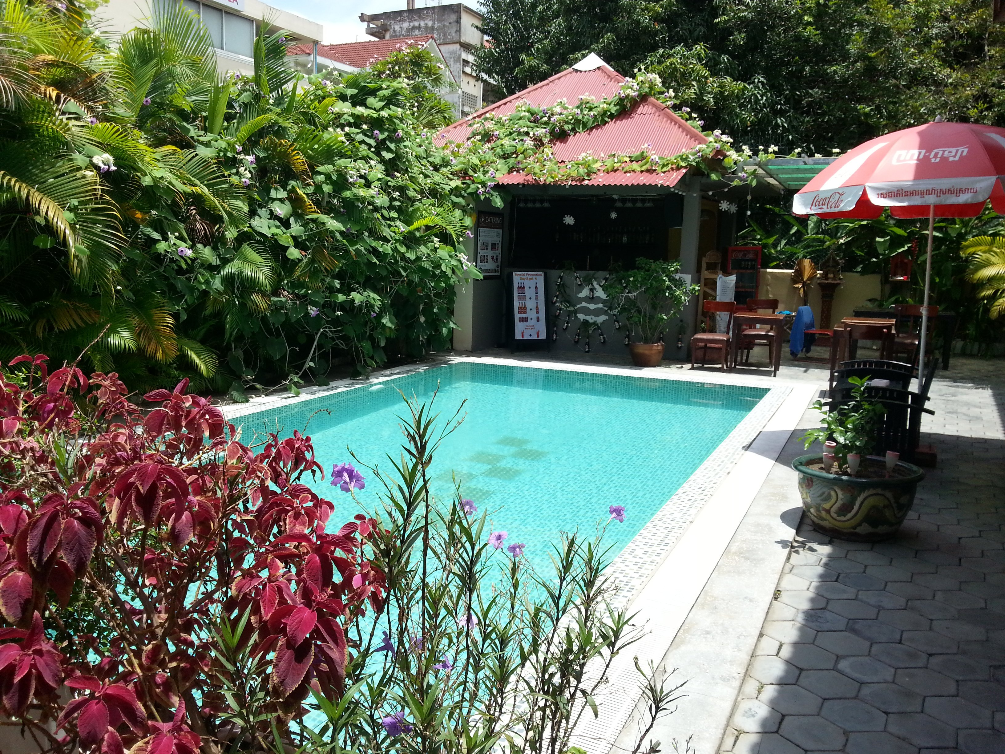 Pool and bar area at the Succo Gene Palace Boutique Hotel