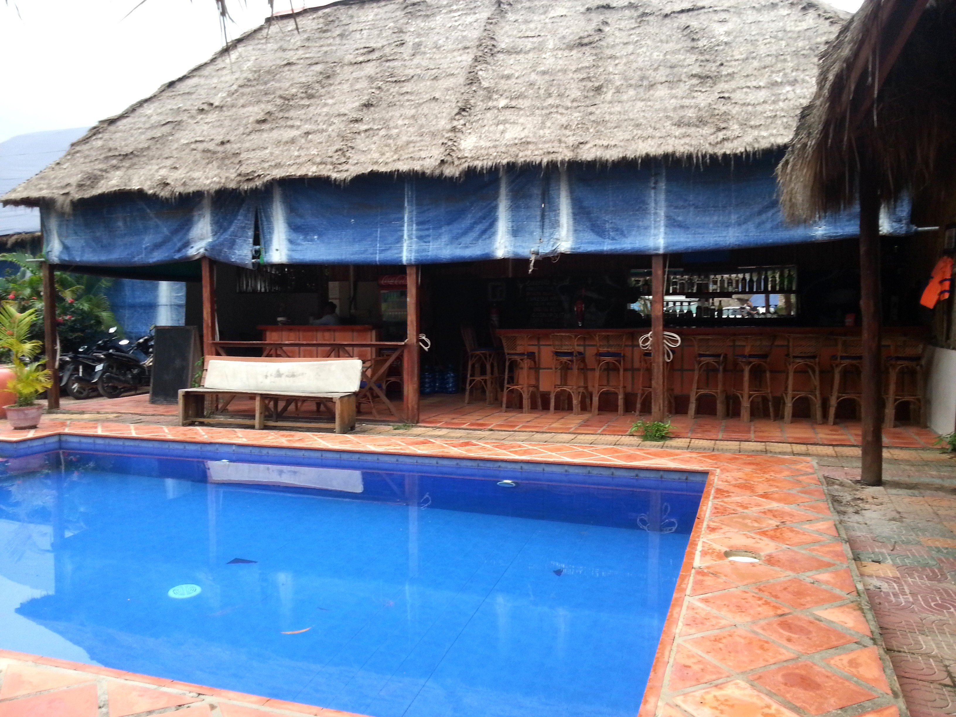 Pool and bar at the Otres Lodge