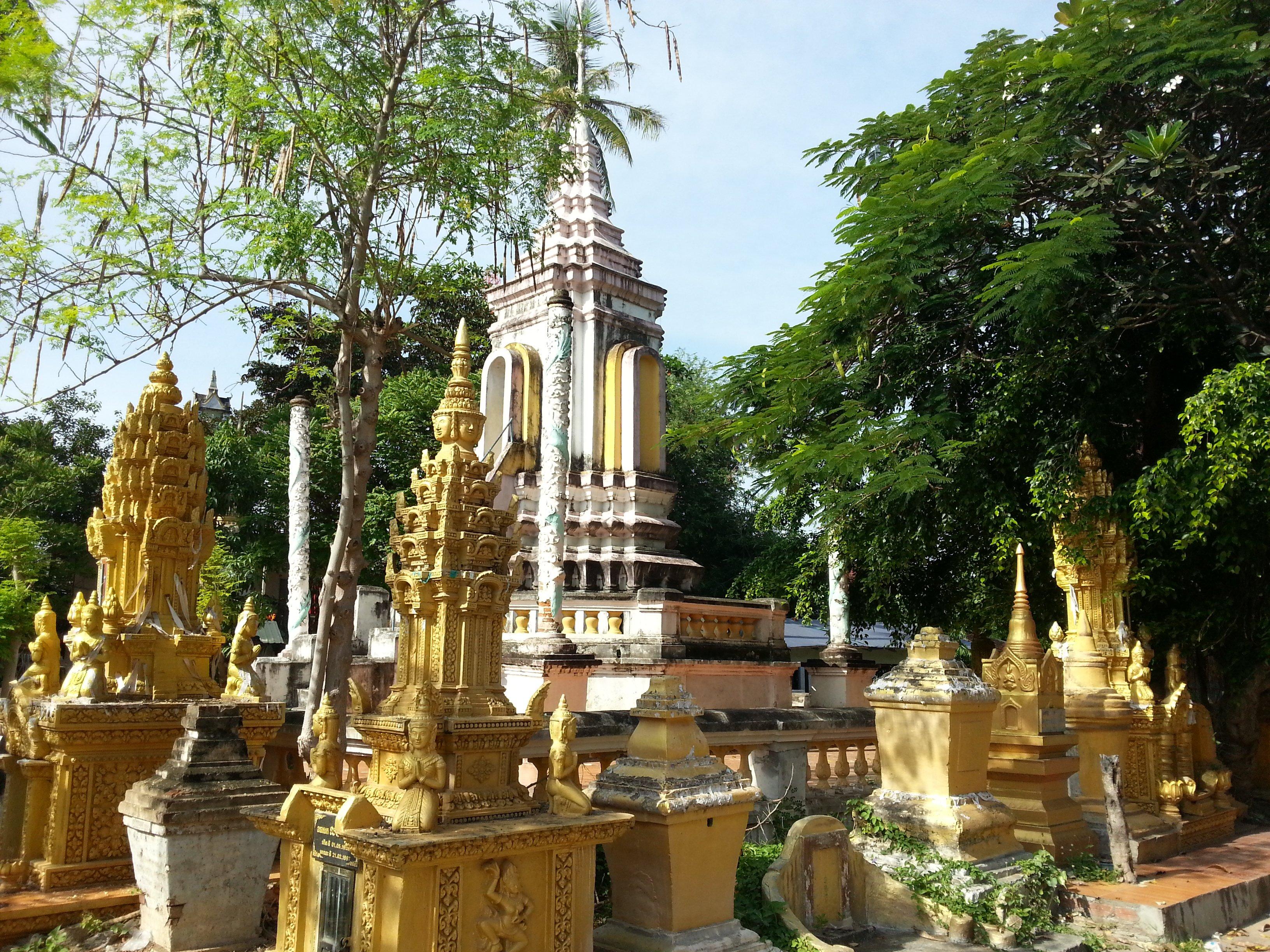 Main chedi at Damrey Sor Pagoda